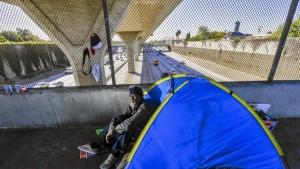 NewsArticlefromLATIMES Photo_la-2444838-me-1117-homeless-006-ik-jpg-20151118